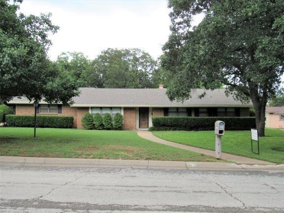 1103 S Rolling Hills Drive, Graham, TX 76450 (MLS #14104129) :: The Real Estate Station
