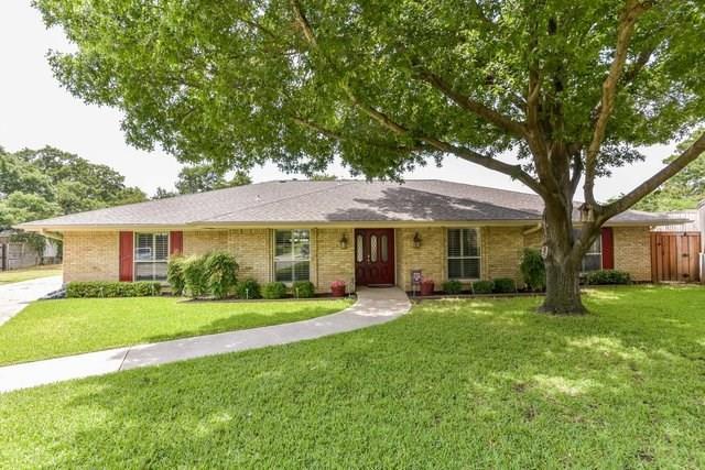 1821 Foxwood Court, Arlington, TX 76012 (MLS #14111129) :: Baldree Home Team