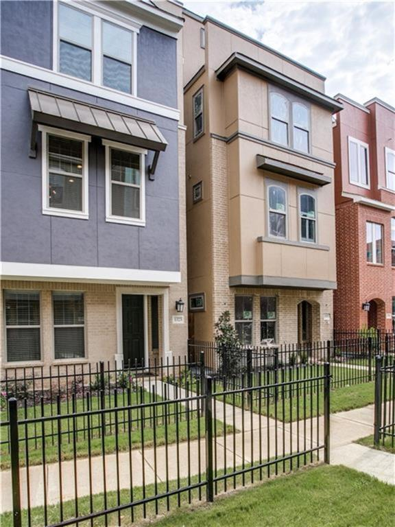 1323 Arch Place, Dallas, TX 75215 (MLS #14111426) :: The Hornburg Real Estate Group