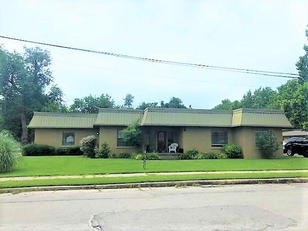 110 E Pecan Street, Gainesville, TX 76240 (MLS #14112879) :: The Heyl Group at Keller Williams