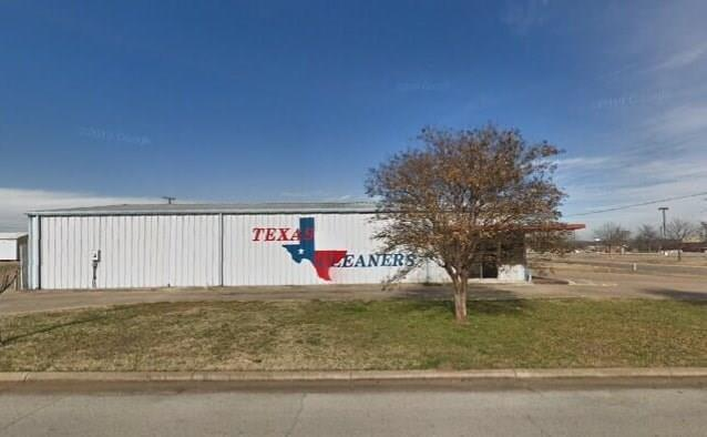 124 Faircrest Drive, Cleburne, TX 76033 (MLS #14114055) :: RE/MAX Town & Country