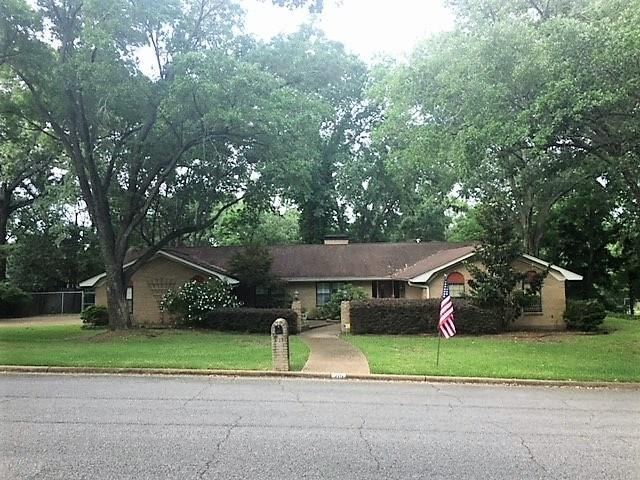 215 Guadalupe Drive, Athens, TX 75751 (MLS #14116197) :: Vibrant Real Estate