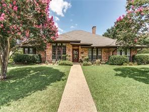 2902 Club Hill Drive, Garland, TX 75043 (MLS #14122292) :: Kimberly Davis & Associates