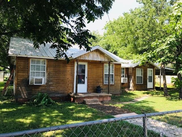 612 SW 20th Street, Mineral Wells, TX 76067 (MLS #14122919) :: RE/MAX Town & Country