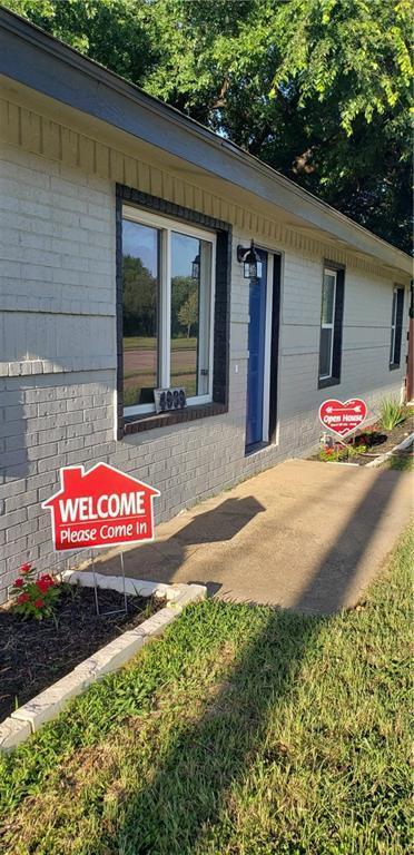 4909 Green Oaks Boulevard, Arlington, TX 76017 (MLS #14123565) :: The Hornburg Real Estate Group