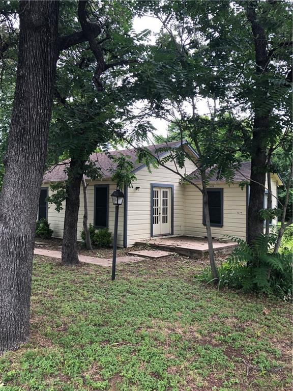 3032 Shawnee Trail, Lake Worth, TX 76135 (MLS #14130758) :: RE/MAX Town & Country