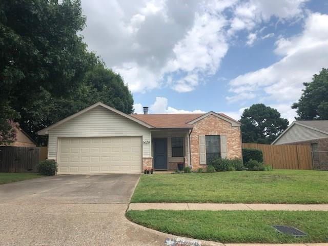 2606 Knoll Trail, Euless, TX 76039 (MLS #14132231) :: RE/MAX Town & Country