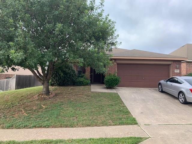 8072 Plateau Drive, Fort Worth, TX 76120 (MLS #14133175) :: RE/MAX Town & Country