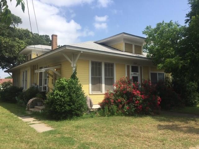 1709 Avenue C, Brownwood, TX 76801 (MLS #14134604) :: RE/MAX Town & Country