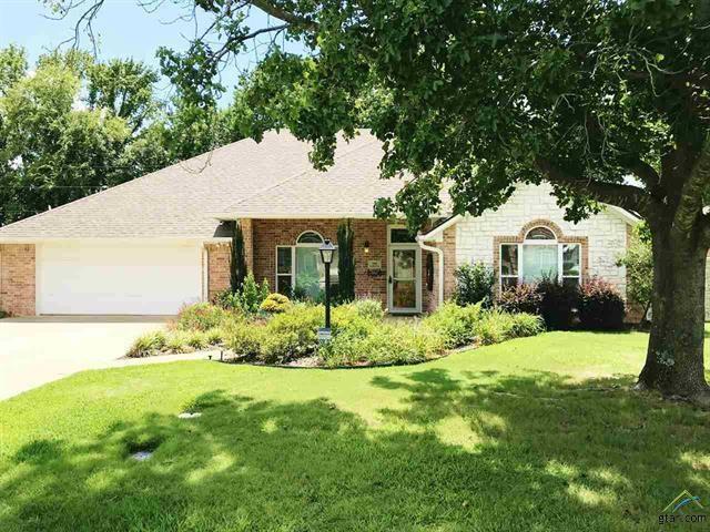 1018 Samuel Ln, Mount Pleasant, TX 75455 (MLS #14137112) :: Lynn Wilson with Keller Williams DFW/Southlake