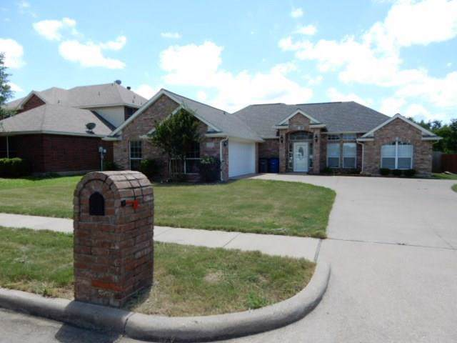 209 Cobblestone Circle, Red Oak, TX 75154 (MLS #14138608) :: Lynn Wilson with Keller Williams DFW/Southlake