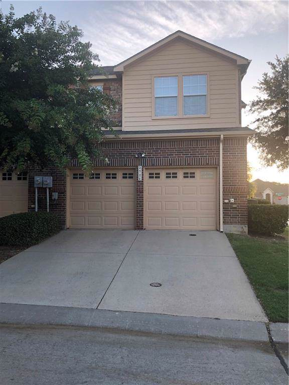 2721 Olympic Park Drive, Grand Prairie, TX 75050 (MLS #14141437) :: RE/MAX Town & Country