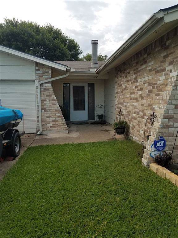 3405 Kirby Creek Drive, Grand Prairie, TX 75052 (MLS #14142006) :: RE/MAX Town & Country
