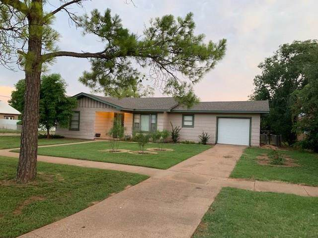 801 N Mckinley Avenue, Rotan, TX 79546 (MLS #14145911) :: Dwell Residential Realty