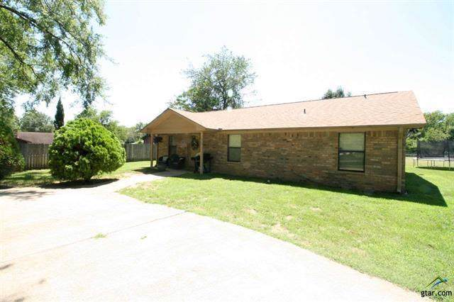 309 Denman, Mount Pleasant, TX 75455 (MLS #14153004) :: Tenesha Lusk Realty Group