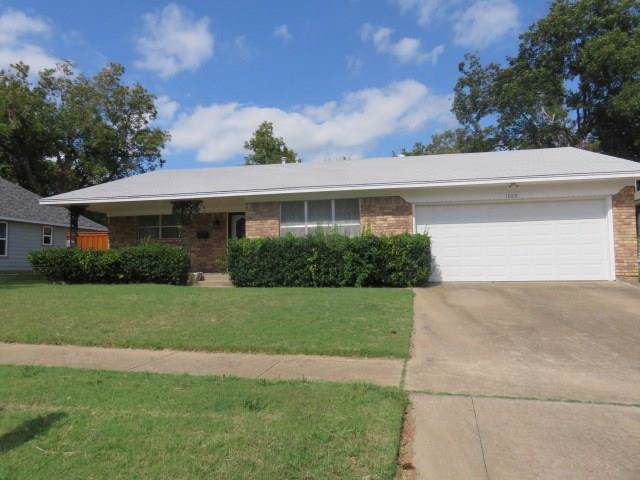 1009 W Crawford Street, Denison, TX 75020 (MLS #14163695) :: The Chad Smith Team