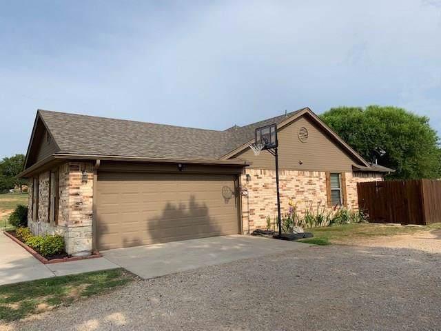 112 Florence Lane, Springtown, TX 76082 (MLS #14164439) :: The Heyl Group at Keller Williams