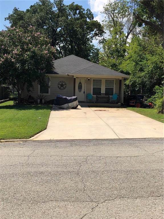 424 E Munson Street, Denison, TX 75021 (MLS #14164780) :: The Chad Smith Team