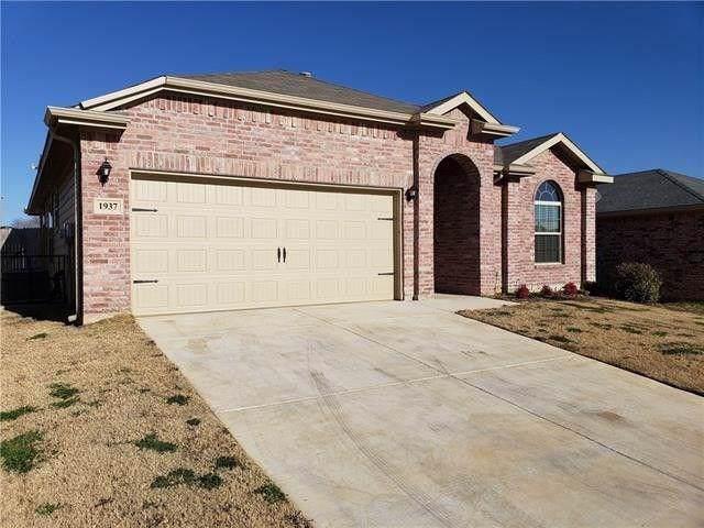 1937 Belshire Court, Fort Worth, TX 76140 (MLS #14165799) :: Vibrant Real Estate