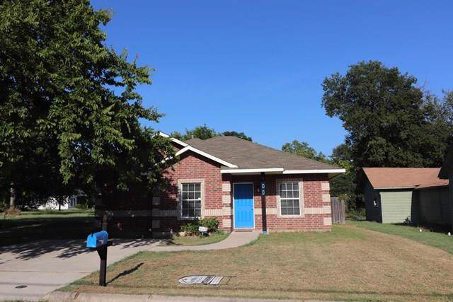 706 Throckmorton, Gainesville, TX 76240 (MLS #14165921) :: Trinity Premier Properties