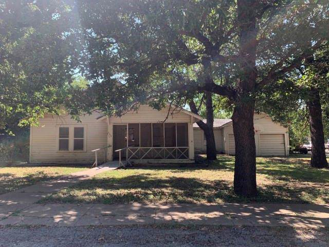 303 S Reagan Street, Hamilton, TX 76531 (MLS #14172904) :: RE/MAX Town & Country