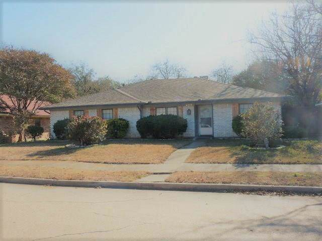 806 Century Park Drive, Garland, TX 75040 (MLS #14180940) :: All Cities Realty