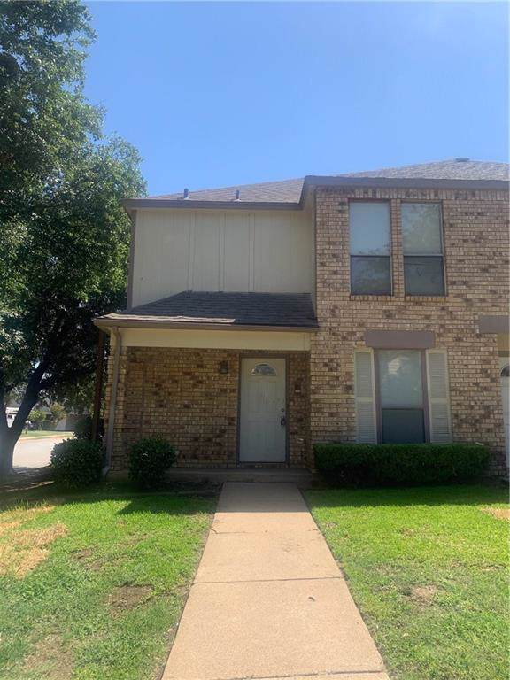 2400 Long Ridge Lane, Arlington, TX 76014 (MLS #14185919) :: RE/MAX Town & Country