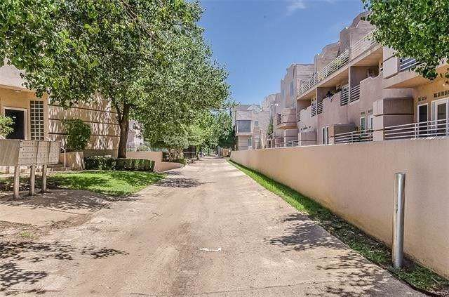 4040 Avondale Avenue #302, Dallas, TX 75219 (MLS #14188581) :: RE/MAX Town & Country