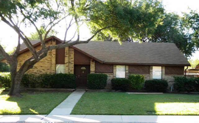 1806 Tucson Drive, Lewisville, TX 75077 (MLS #14192296) :: Lynn Wilson with Keller Williams DFW/Southlake