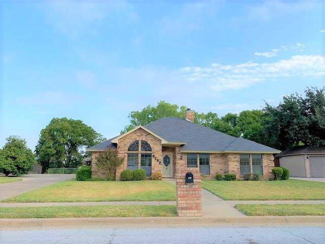 9708 Ravensway Drive, Benbrook, TX 76126 (MLS #14193048) :: Potts Realty Group