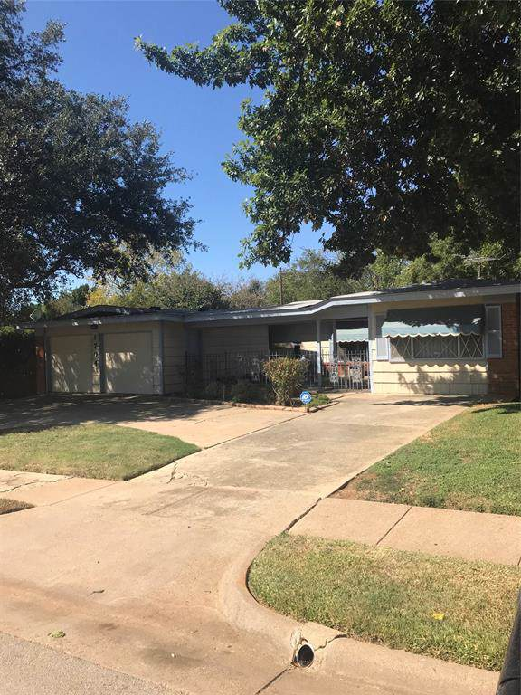 1704 Canterbury Circle, Fort Worth, TX 76112 (MLS #14202702) :: Lynn Wilson with Keller Williams DFW/Southlake