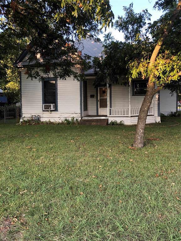 1202 N Robinson Street, Cleburne, TX 76031 (MLS #14203091) :: The Rhodes Team