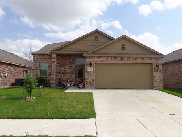 209 Iron Ore Trail, Fort Worth, TX 76131 (MLS #14205085) :: Lynn Wilson with Keller Williams DFW/Southlake