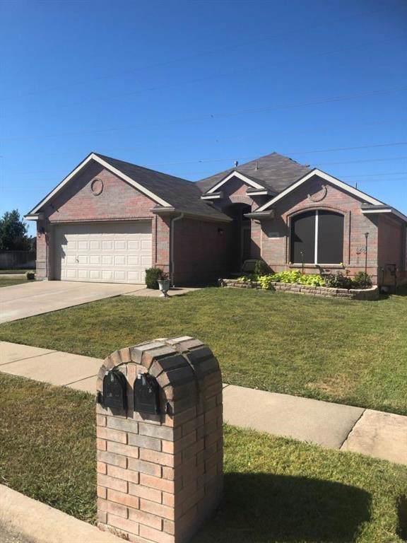 1201 Eastwick Drive, Arlington, TX 76002 (MLS #14205377) :: Kimberly Davis & Associates