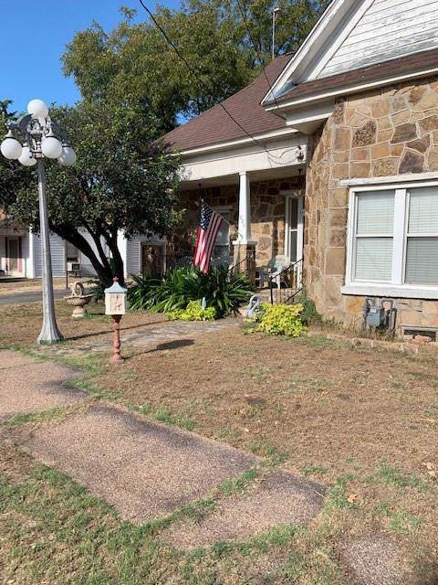 806 Jefferson, Bowie, TX 76230 (MLS #14207783) :: All Cities Realty