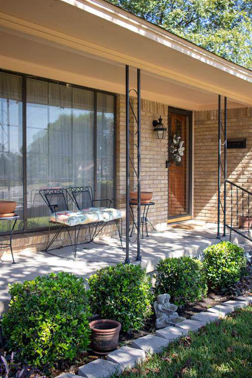 2005 Reynoldston Lane, Dallas, TX 75232 (MLS #14207803) :: Lynn Wilson with Keller Williams DFW/Southlake