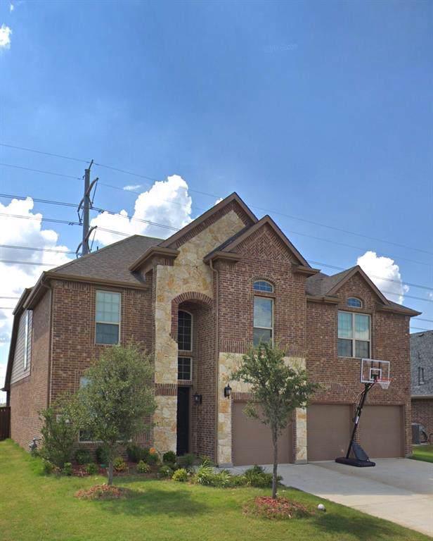 7631 Watercrest Lane, Grand Prairie, TX 75054 (MLS #14207930) :: RE/MAX Town & Country