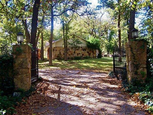 218 Stonewood Boulevard, Bartonville, TX 76226 (MLS #14210059) :: Team Hodnett