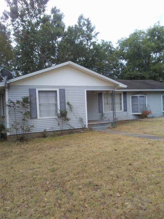 1302 W 15th Street, Clifton, TX 76634 (MLS #14210723) :: RE/MAX Town & Country