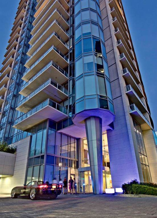 2900 Mckinnon Street #704, Dallas, TX 75201 (MLS #14221900) :: HergGroup Dallas-Fort Worth