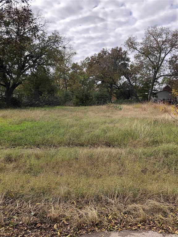 1323 Throckmorton Street, Gainesville, TX 76240 (MLS #14224624) :: The Mauelshagen Group