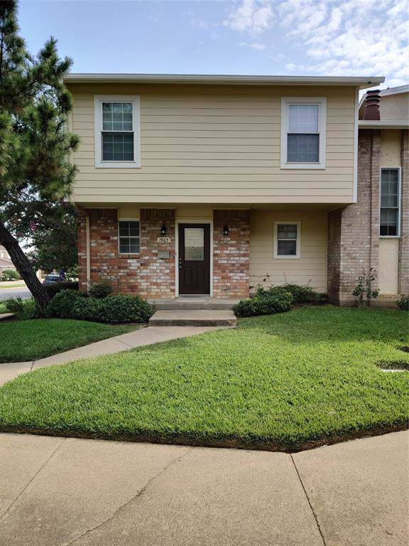 1965 Shorewood Drive, Grapevine, TX 76051 (MLS #14224690) :: RE/MAX Town & Country