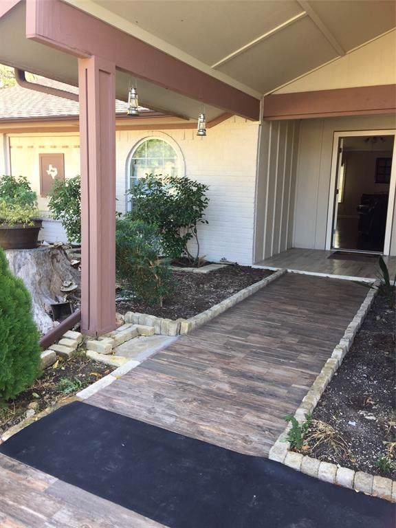 2002 Statler Drive, Carrollton, TX 75007 (MLS #14225701) :: Vibrant Real Estate