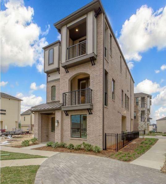8260 Milroy Lane, Dallas, TX 75231 (MLS #14227978) :: RE/MAX Town & Country