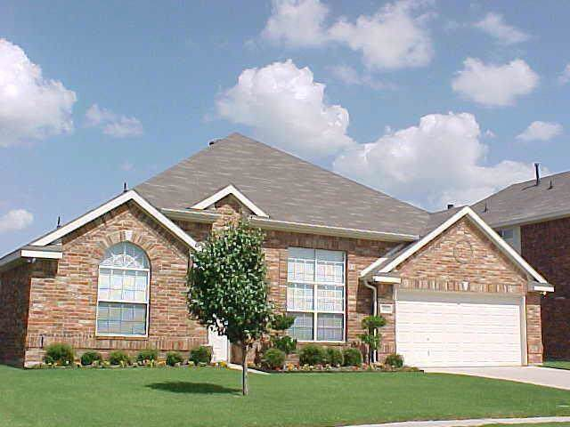 4312 Eric Street, Grand Prairie, TX 75952 (MLS #14229068) :: RE/MAX Town & Country