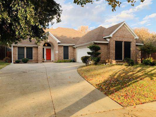 2836 Meade Drive, Grand Prairie, TX 75052 (MLS #14231140) :: The Chad Smith Team