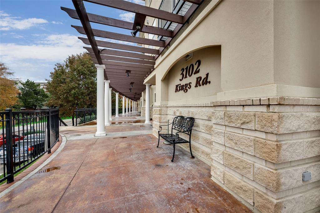 3102 King Road #1208, Dallas, TX 75219 (MLS #14231506) :: The Kimberly Davis Group
