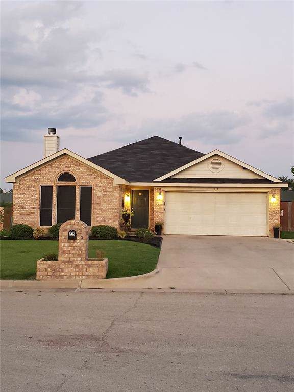 318 Beaumont Drive, Weatherford, TX 76086 (MLS #14232576) :: NewHomePrograms.com LLC