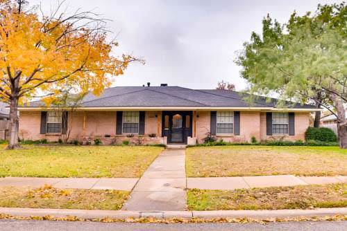 1409 Mosswood Lane, Irving, TX 75061 (MLS #14232742) :: RE/MAX Town & Country