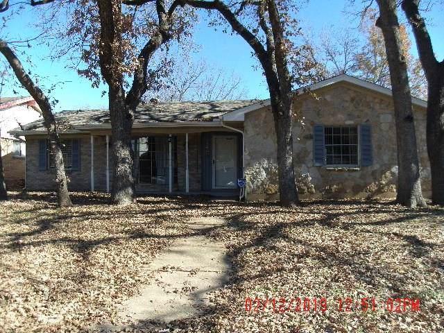 2408 Crestview Circle, Irving, TX 75062 (MLS #14237193) :: Caine Premier Properties